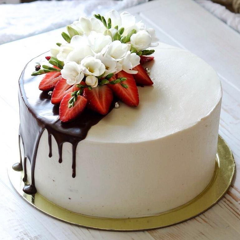 торт украшенный орео